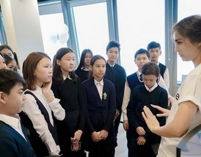 Қазақстанның жүз мыңдаған оқушылары «Код сағаты» акциясына қатысуда