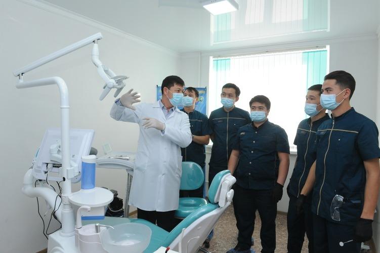 В Талдыкоргане презентовали стоматологический кабинет, в котором работают выпускники медколледжа с нарушением слуха